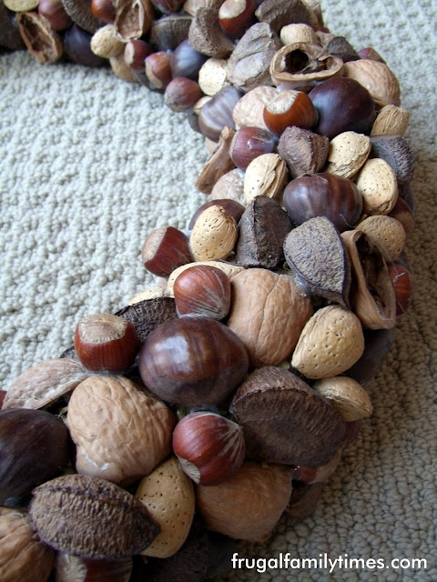 make a nut wreath