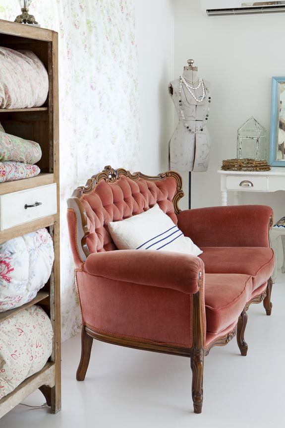 country cottage chic decor b a s blog. Black Bedroom Furniture Sets. Home Design Ideas