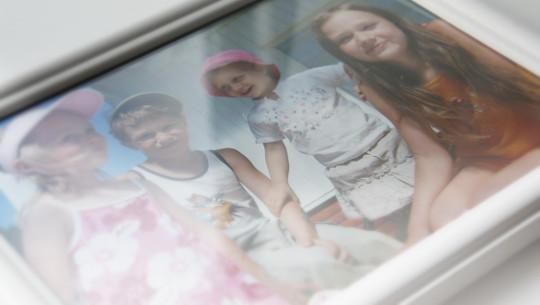 Kuva: Anneli Auerin lapset Ulvilassa ennen tragedian alkua