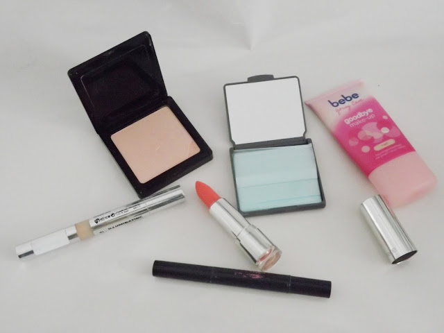 Catrice Prime and Fine Highlighting Powder, Rival de Loop Anti-Shine Paper, irgendein essence-Highlighter-Stift, p2 Illuminating Touch Concealer, bebe goodbye make-up hell, Ultimate Shine Gel Colour 040 Don't Fear The Sheer