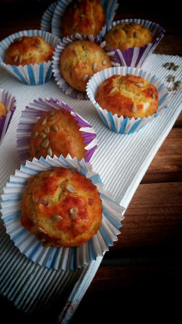 muffin al pecorino con prosciutto cotto e pancetta