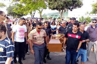 http://vnoticia.com.br/noticia/3278--centenas-de-pessoas-comparecem-ao-sepultamento-do-mergulhador-morto-em-alto-mar