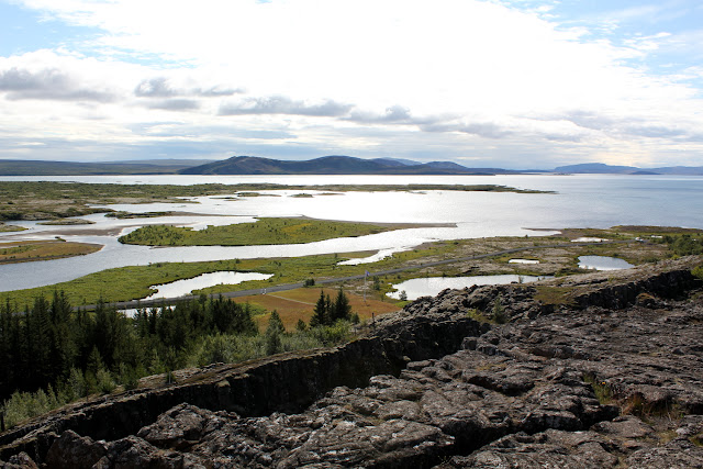 Lago Þingvallavatn desde un mirador de Þingvellir