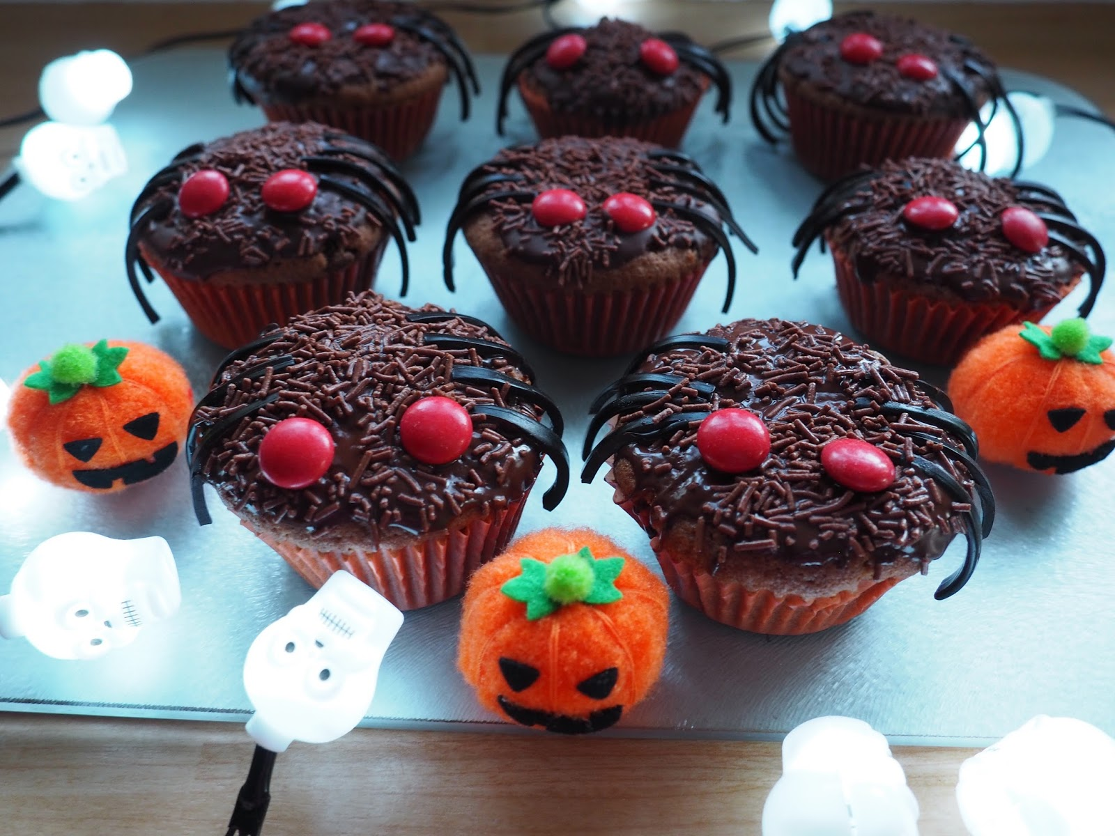 Halloween chocolate spider cakes