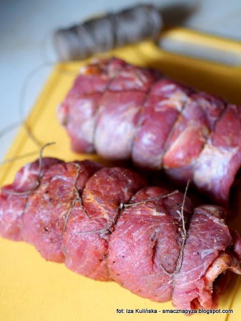 roladki wieprzowe, wieprzowina, rolady z karkowki, karkowka, obiad, z grzybami, mieso duszone, swiateczny obiad, menu swiateczne