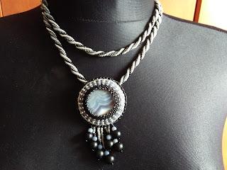 biżuteria z drobnych koralików