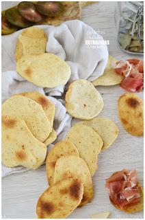 Galletas saladas extrafinas o crackers, un aperitivo con 5 ingredientes basicos