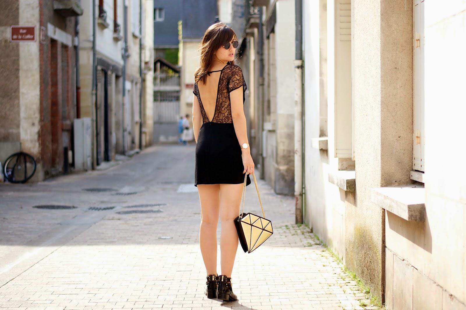 露背蕾丝连衣裙