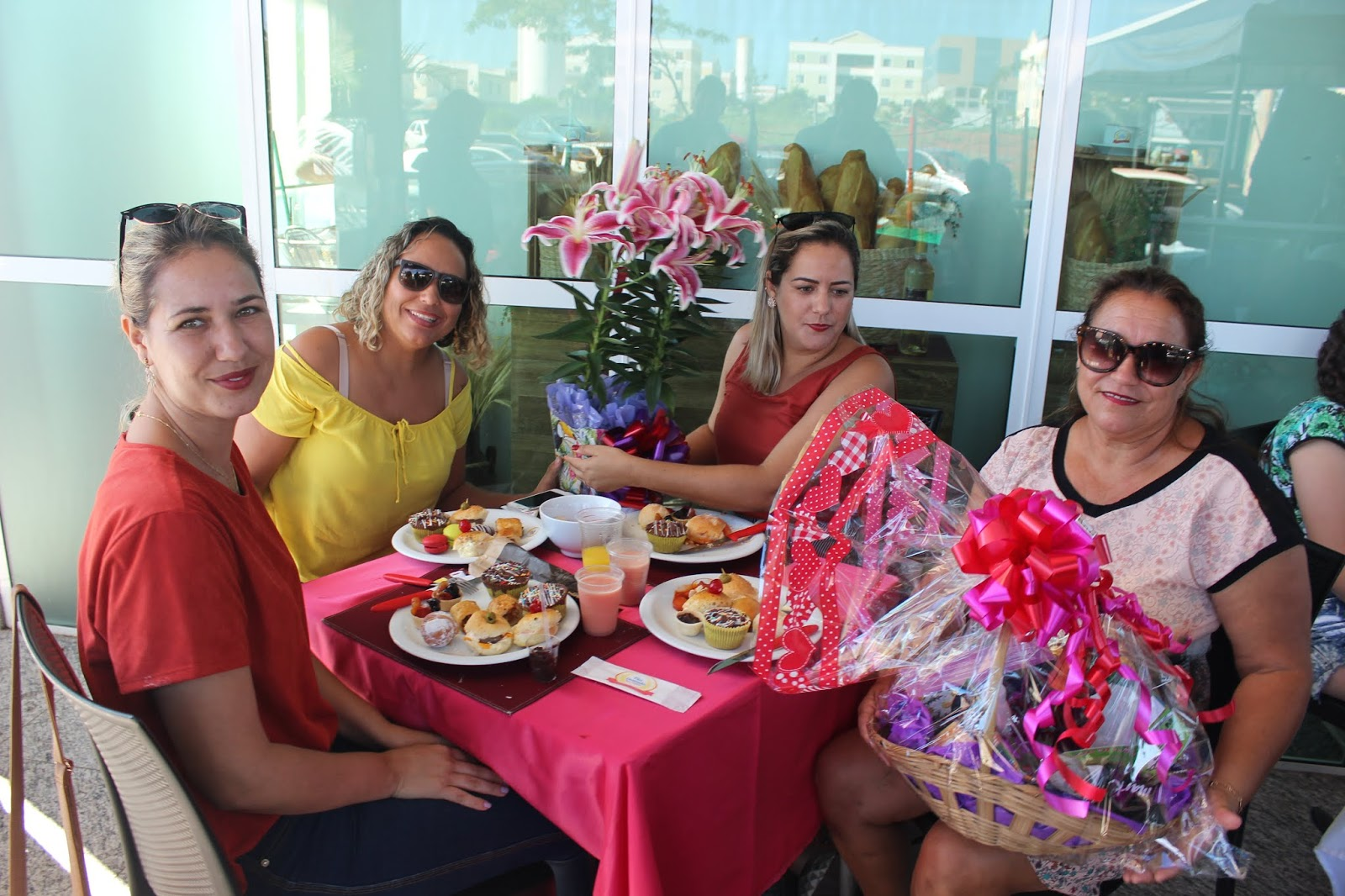 IMG 3668 - Dia 12 de maio dia das Mães no Jardins Mangueiral foi com muta diverção e alegria com um lindo café da manha