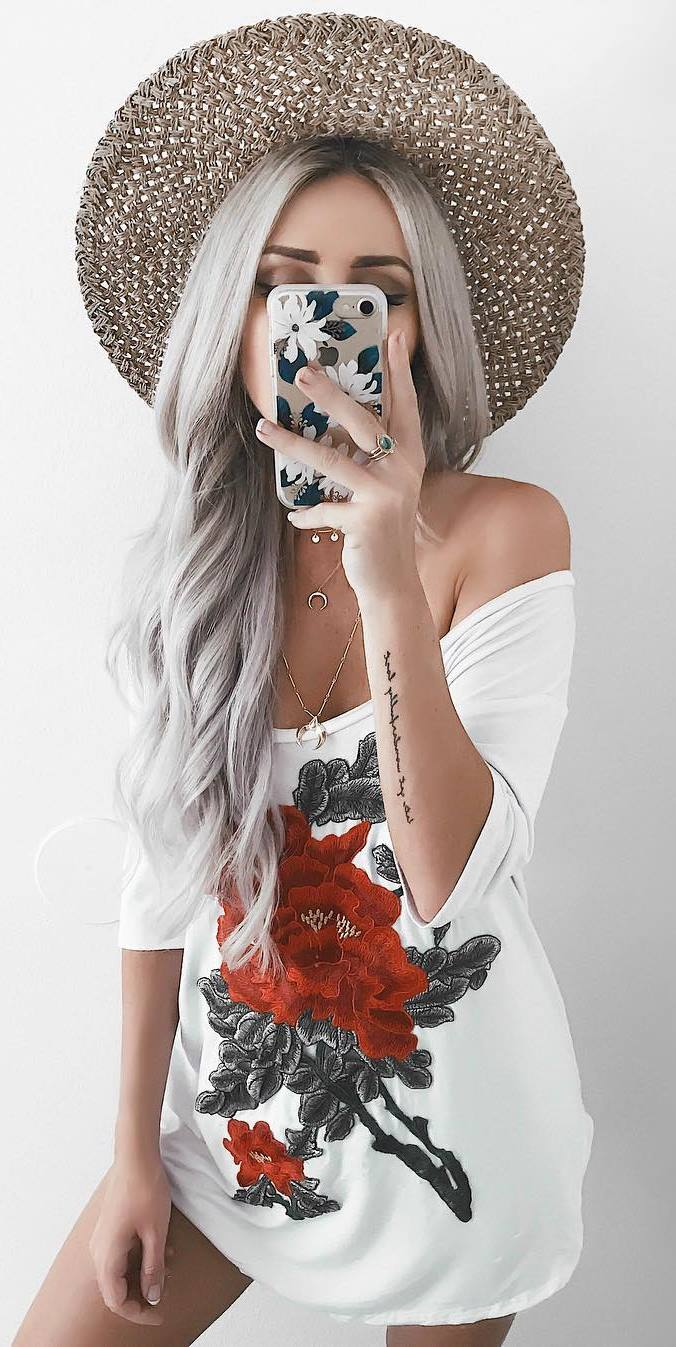 fashionable outfit: hat + printed top