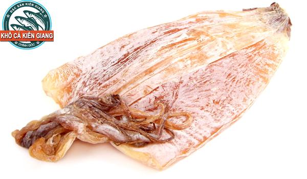 Khô mực ngon Phú Quốc, chất lượng có hình dáng bầu, dày có phấn trắng, màu vàng hồng