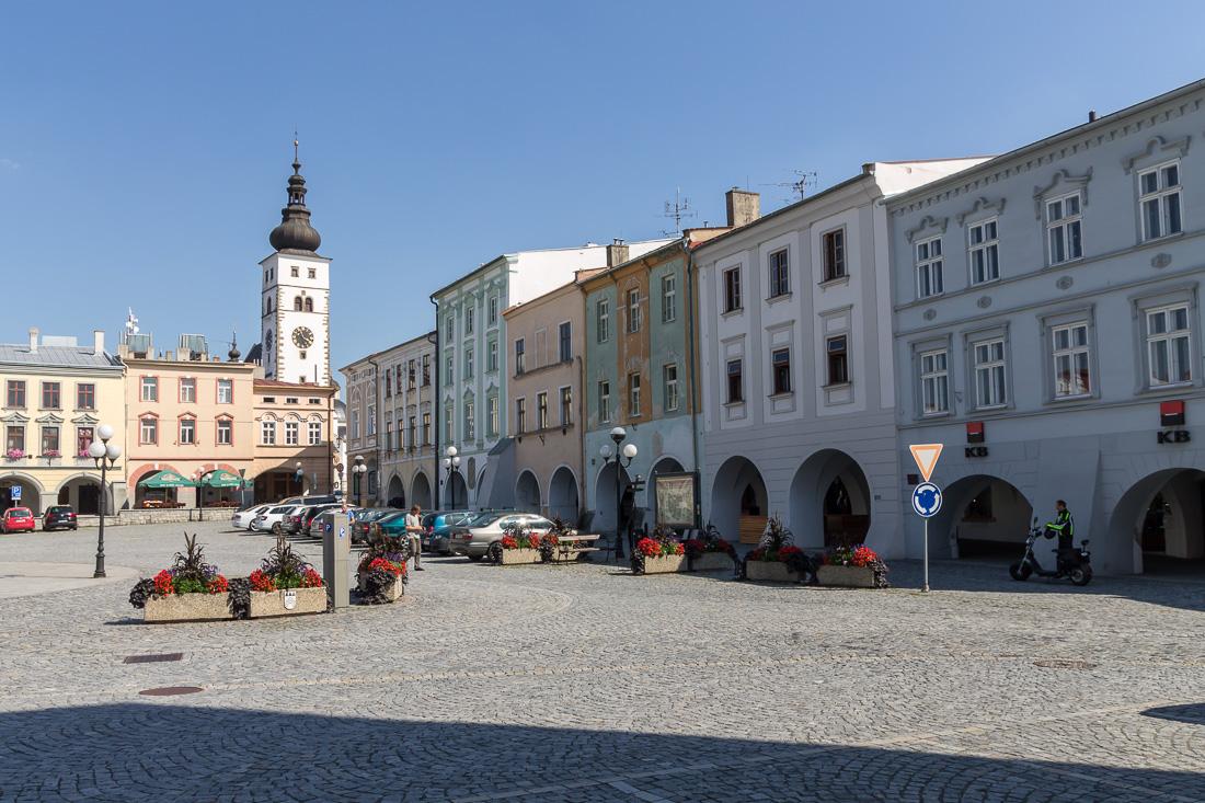 Центральная площадь Пршибора с видом на церковь Рождества Богородицы