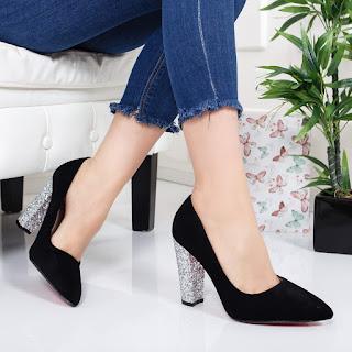 Pantofi Lucasi negri eleganti de catifea cu toc argintiu cu gliter