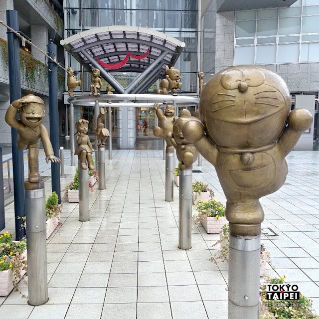 【哆啦A夢的散步道】搶救回的哆啦A夢銅像們 在車站前歡迎旅客造訪高岡