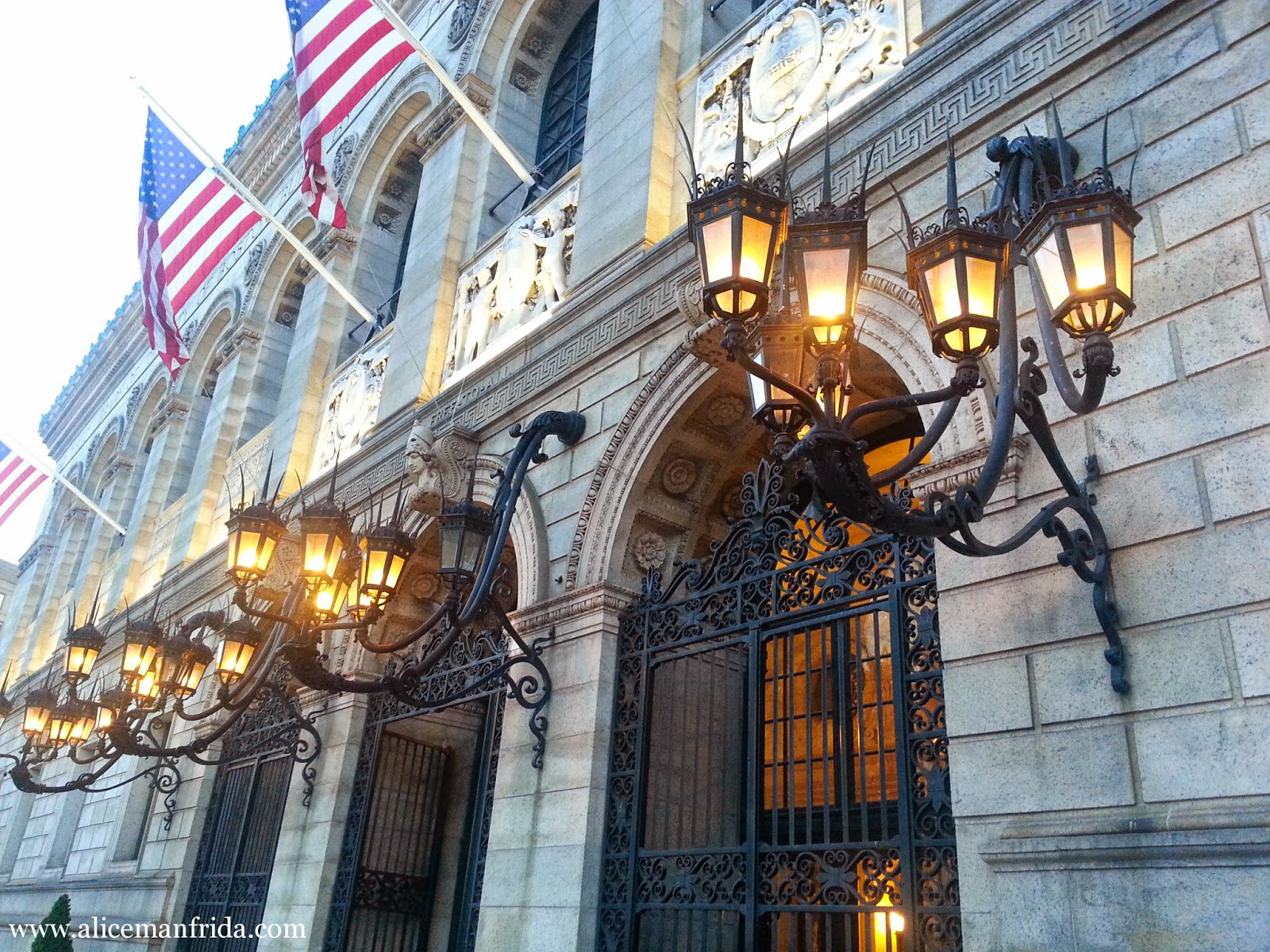 Boston, Boston Public Library, lights