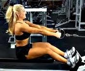 Remo polea ejercicio mujer