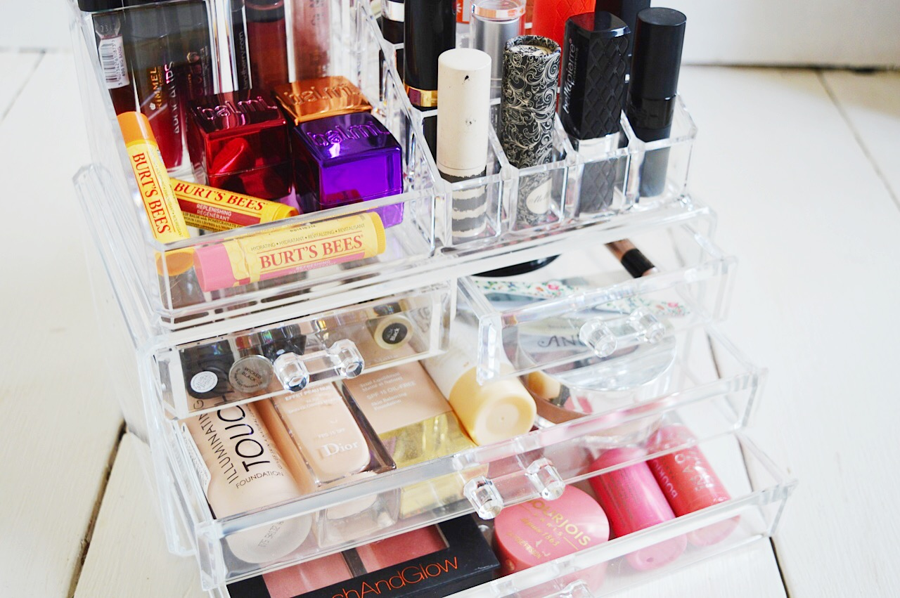 Makeup storage giveaway, beauty bloggers, UK beauty blog, FashionFake blog