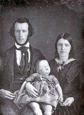 foto bersama orang yang sudah mati