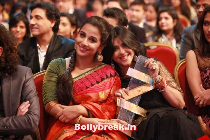 Vidya Balan and Ekta Kapoor happy to receive an award for The Dirty Picture in 2012, Zee Cine Awards 2011-2013 Pics