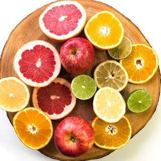 Owoce na desce na metabolizm