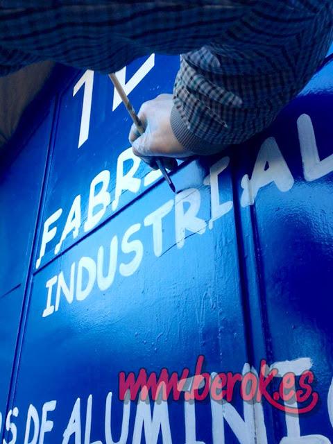rotulación de puertas a mano alzada