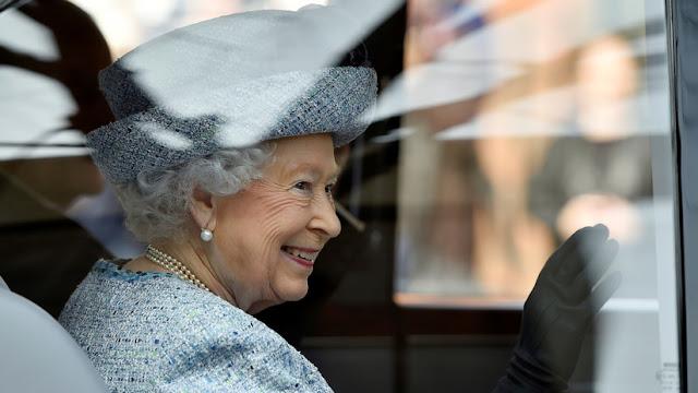 Los 'Papeles del Paraíso': ¿Debería la reina Isabel II prepararse para un escándalo público?