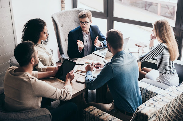 10 φράσεις που δεν πρέπει να λες ποτέ στους συνεργάτες σου