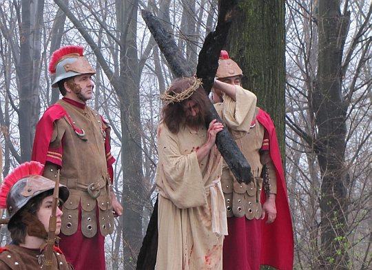 Chrystus dźwiga krzyż