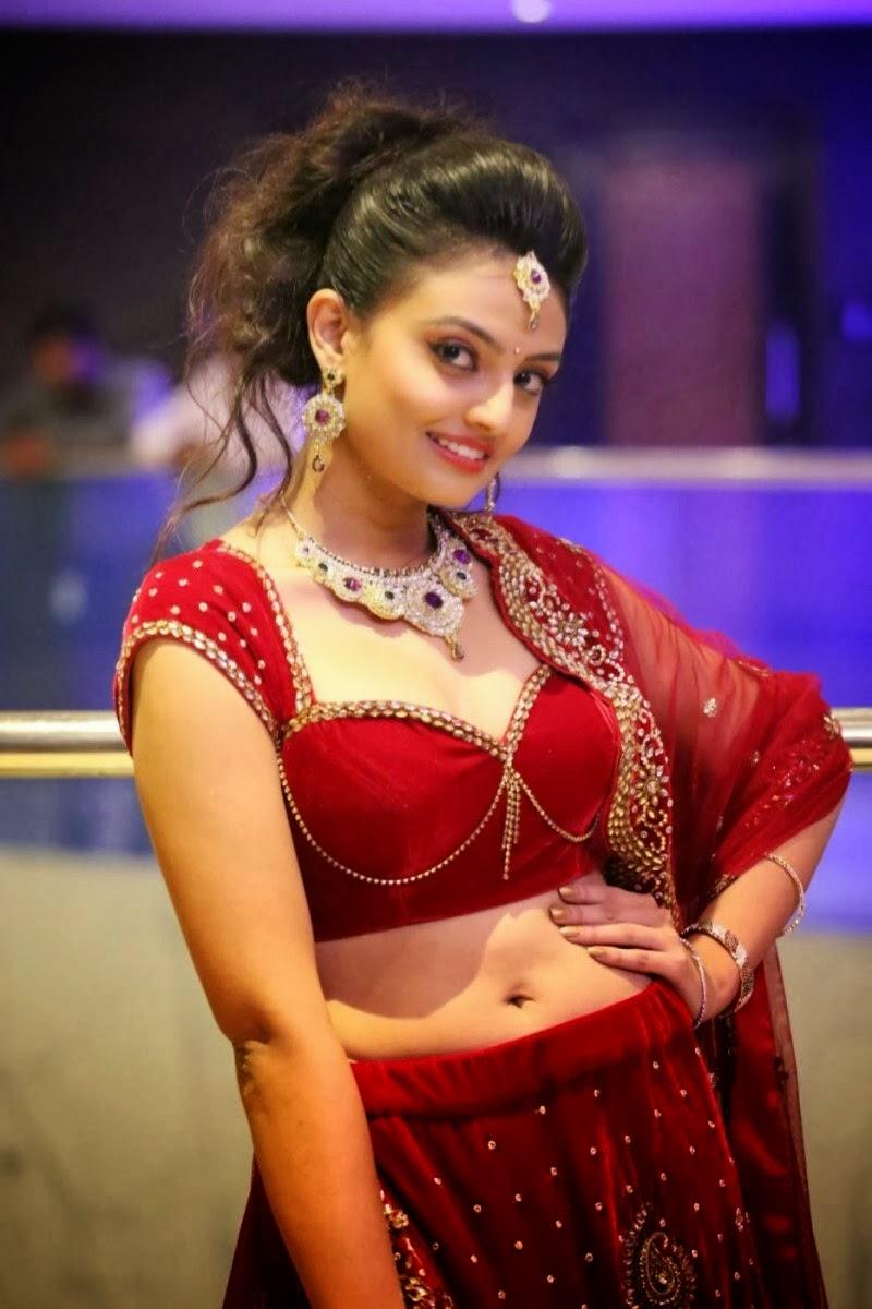 Anusha sharma hot sexy booty - 2 10