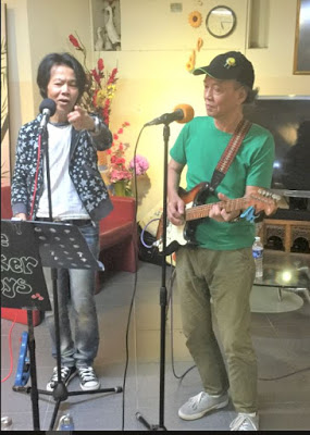 STEVE HO - BUSKER BOY [RIGHT] WITH PETER HAN - TOKYO SQUARE BUSKING IN A SHOP