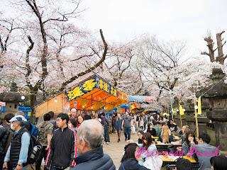 上野東照宮櫻花前的攤販