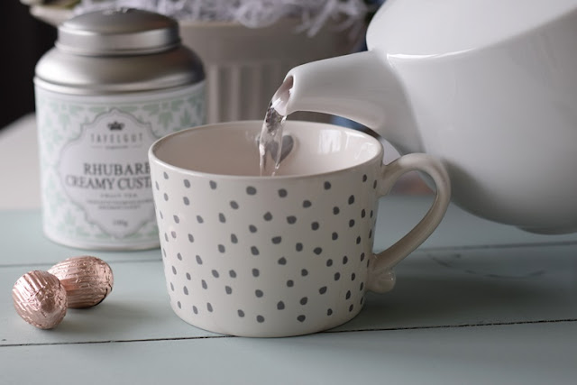 Tee eingießen