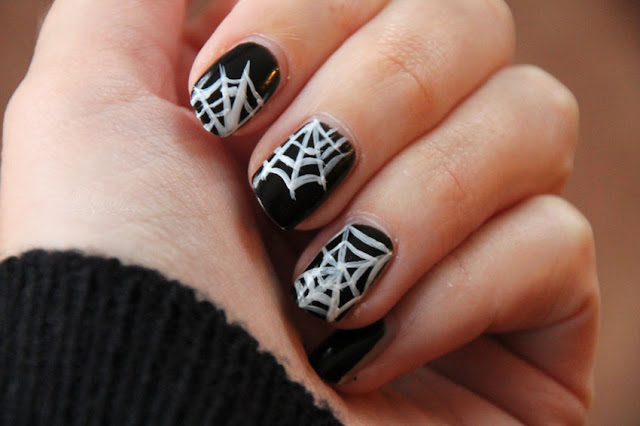 Halloween-Nägel Spinnennetz (Nailart)