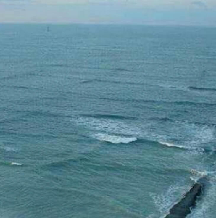 Breathtaking Pictures Of The Incredibly Dangerous 'Square Waves' In The Ocean