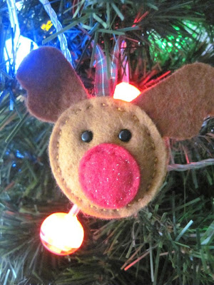 http://lifewithpickle-lily.blogspot.com/2013/11/easy-peasy-reindeer.html