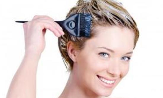 Πως να «πιάσει» καλύτερα η βαφή μαλλιών