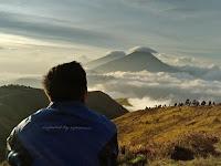 Menggapai Puncak Gunung Prau, Si Cantik yang Tak Pernah Ingkar Janji