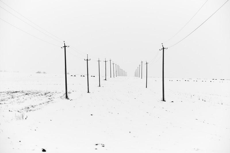 Black and White Minimal Photography by Henry Shymonovych from Ukraine.