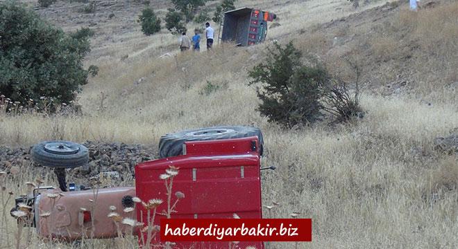 Çınar Aşağıkonak'ta kontrolden çıkan traktör takla attı: 4 yaralı
