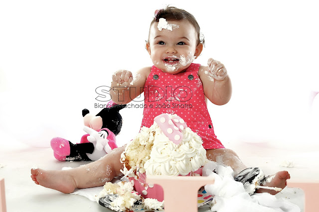fotos de bebes comendo bolo