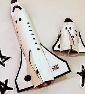 http://www.manualidadesinfantiles.net/transbordador-espacial-con-rollos-de-papel-sanitario/