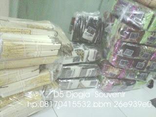 souvenir pernikahan kipas, souvnir pernikahan tempat hp satin batik