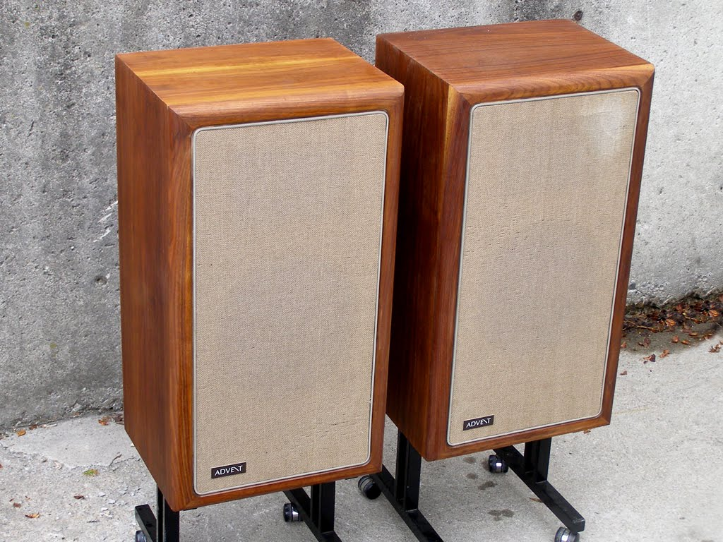 seventies stereo the advent loudspeaker in walnut. Black Bedroom Furniture Sets. Home Design Ideas