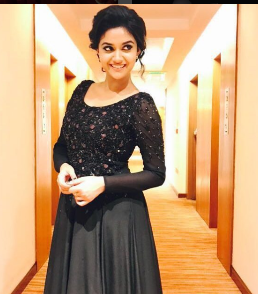 Keerthi Suresh mother, age, hot photos, hd images, actress, upcoming movies, phone number, family, biodata, biography, wedding, marriage, parents, date of birth, husband, in half saree, facebook, in rajini murugan, height, mobile number