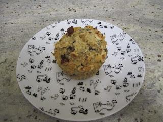 Muffins très noisettes et pépites de chocolat dans assiette