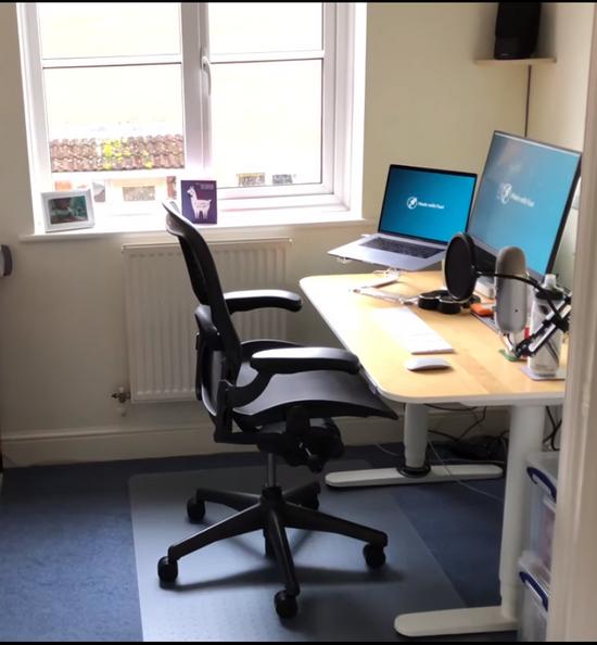 Küçük odalar ofisler alanlar için yükselebilen pc çalışma masası modelleri