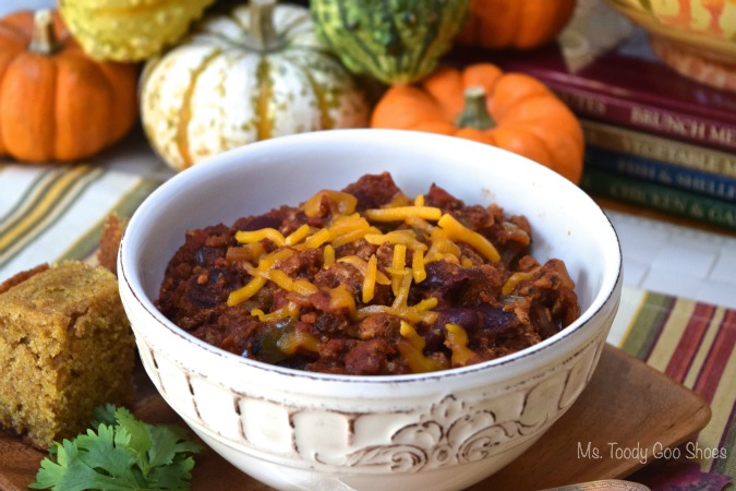 Turkey Chili that's healthy and easy to make. Perfect for a chilly day, game-day, or when you need comfort food! | Ms. Toody Goo Shoes