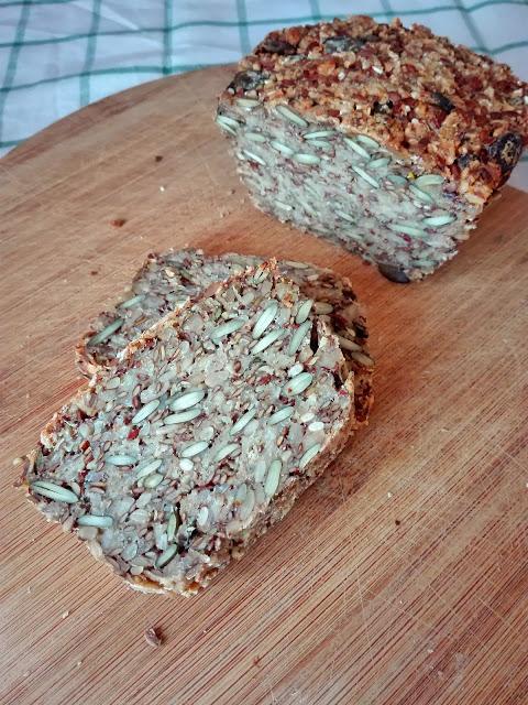 Chleb z samych ziaren, bez mąki.