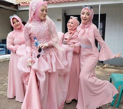 Baju Kebaya Muslim Dengan Jilbab Pendek