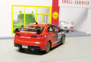 Tarmac Works - Advan Mitsubishi Lancer Evolution johnny lightning